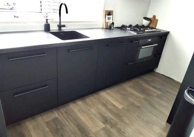 Geheel zwarte keuken