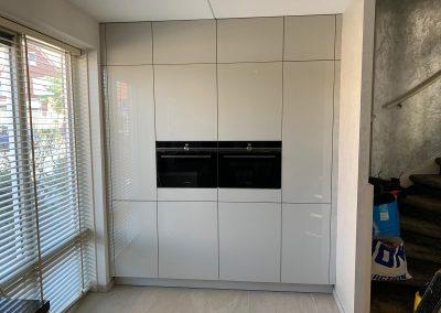 Kastenwand op maat als uitbreiding op bestaande keuken in Arnhem