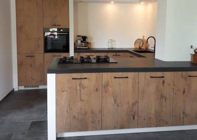 Houtkleurige keuken in Nijkerk