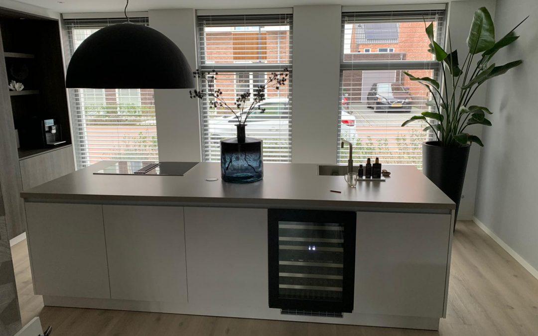 Inbouwen van wijnkoelkast in bestaand keukeneiland te Veenendaal