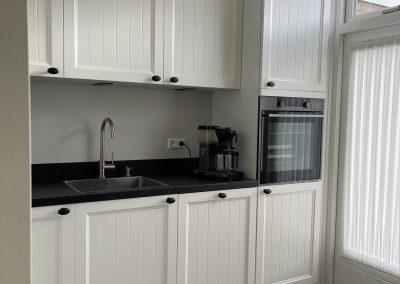 Klassiek landelijke keuken, compact maar voorzien van alle luxe in Nijkerk